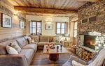 Интерьер для гостиной с камином в стиле шале