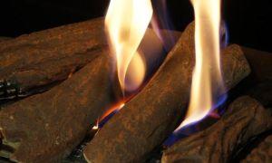 Зачем нужны декоративные дрова для камина, как их использовать