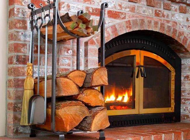 Устройство для хранения дров рядом с печью