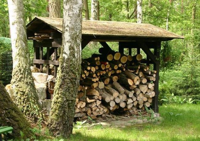 Навес для складирования дров
