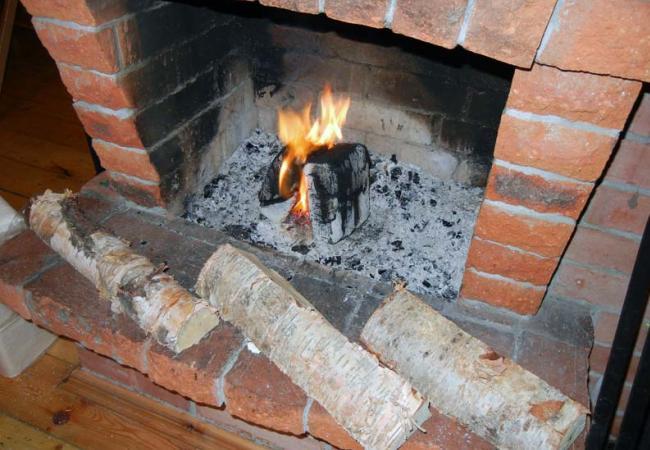 Дрова для поддержания огня