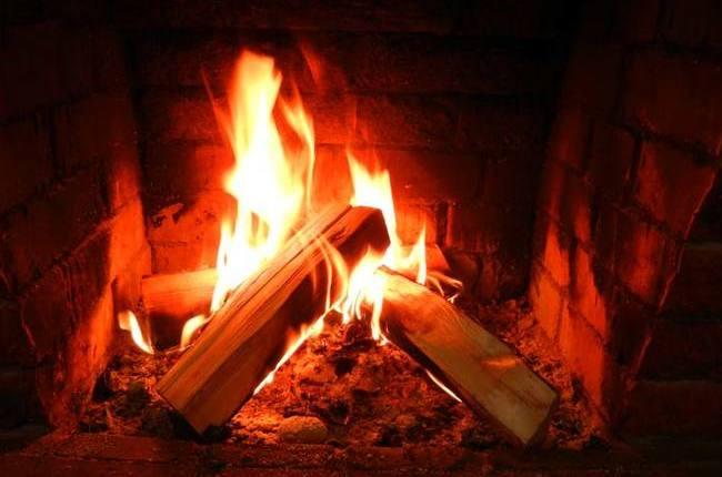 Живой огонь горит в печи