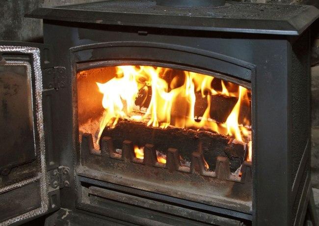 Плотный огонь от хорошей древесины
