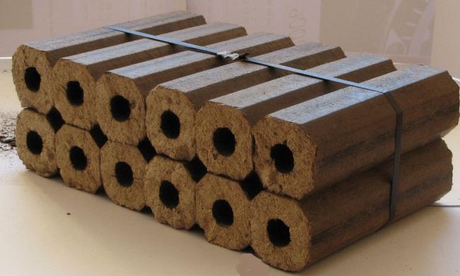 Связка обожженных топливных брикетов