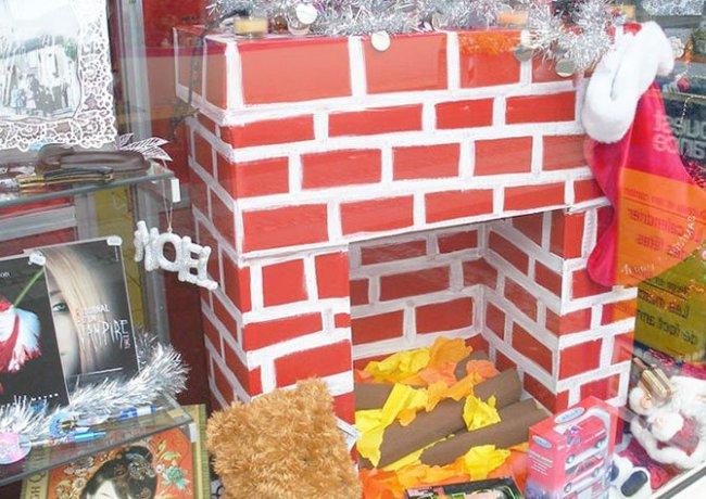 Большой портал для камина из картона и бумаги