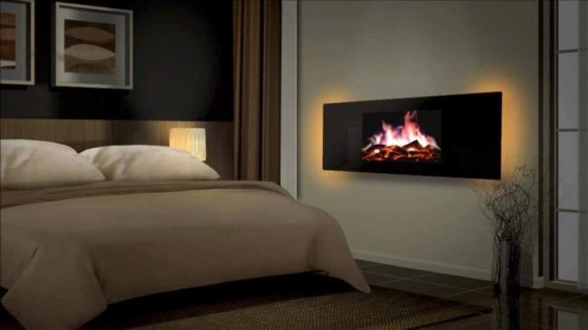 Камин в спальне выполняет роль ночника