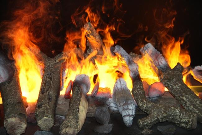 Отличная имитация горящих дров