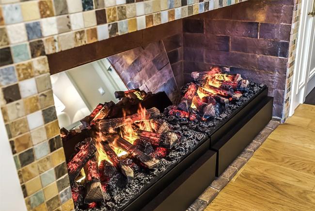Декоративный огонь на муляжах дров