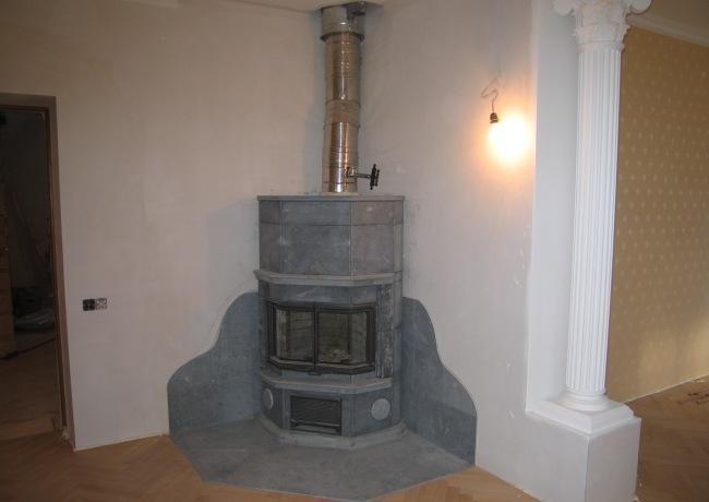 Угловой камин в собранном состоянии