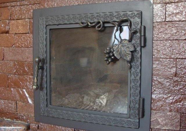 Дверка с элементами ковки
