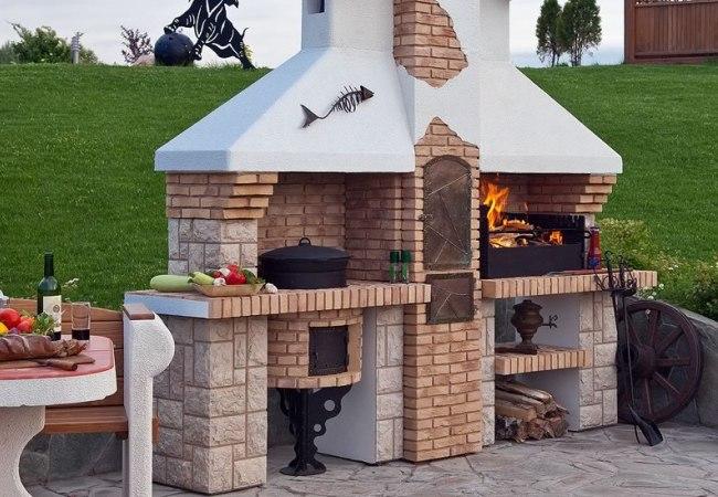 Сооружение из кирпича для готовки еды