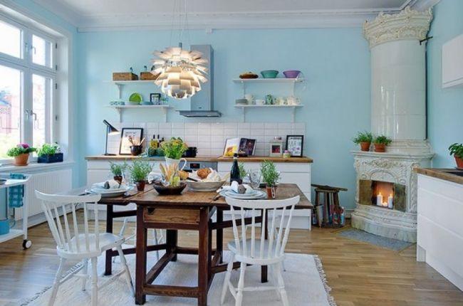 Светлая голубая кухня