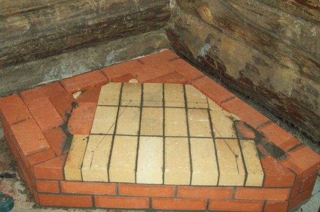 Постамент для камина в углу