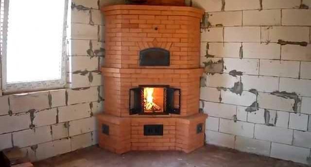 Симпатичная угловая печь с функциями камина