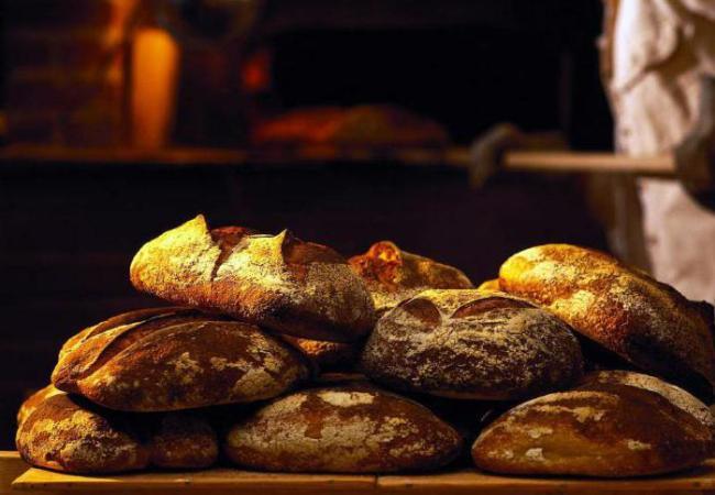 Вкусный хлеб только что из печи