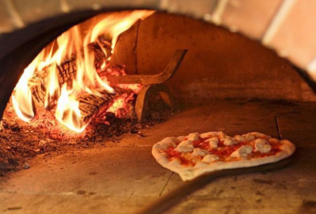 Работы по приготовлению пиццы