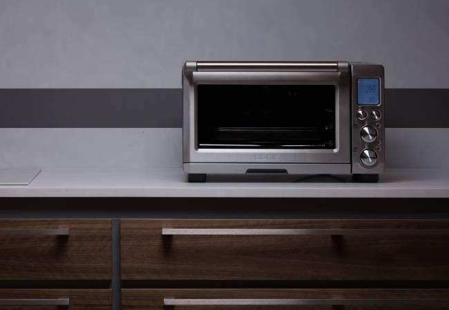 Маленькая печка отлично смотрится на кухне